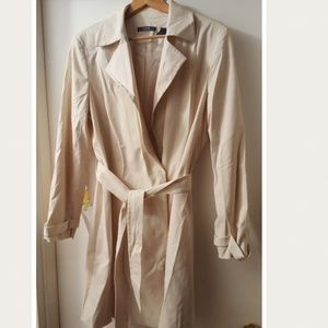 Liz Claiborne Cream Trench Coat. Sz. 16
